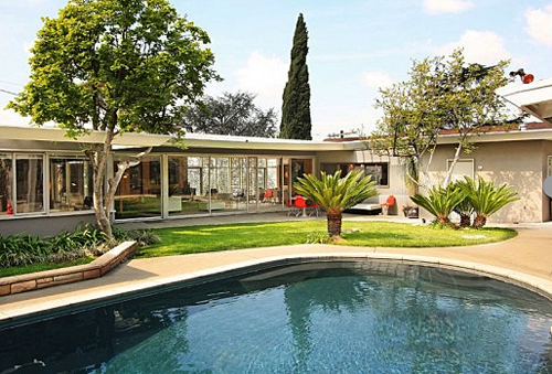 Celebrating the mid century modern pool modern charlotte for Los angeles homes for sale with pool
