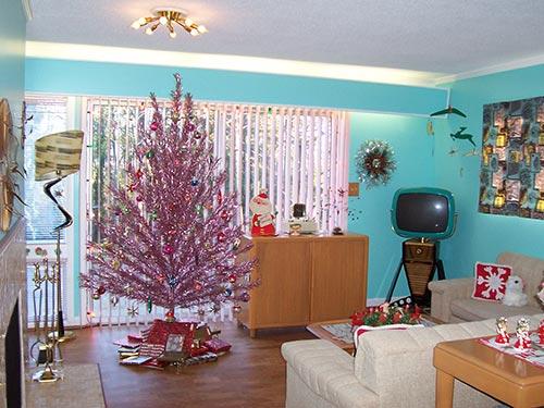 retro-pink-aluminum-christmas-tree